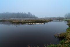 Brug over de Drentsche Aa in de mist