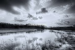 Wolken boven de Drentsche Aa (Zwart Wit)